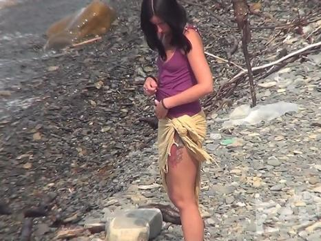 Hidden-Zone.com- Nu1546 Beautiful young brunette has come to sunbathe. She took off all my clothes and put a naked