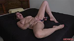allover30-21-01-14-lynn-ladies-with-toys.jpg