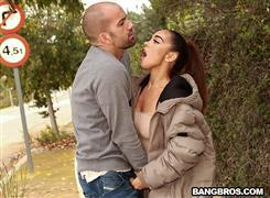 publicbang-21-01-15-ginebra-bellucci-sneaky-public-anal.jpg