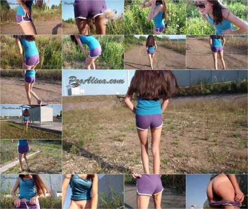 Sports Girl Crapped In Shorts, Walking And Posing – 720p