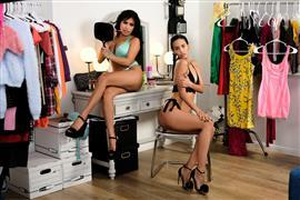 girlfriendsfilms-20-12-23-ember-snow-and-andreina-deluxe.jpg