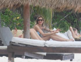 shayna-taylor-in-a-bikini-at-a-beach-in-tulum-01-14-2021-1.jpg