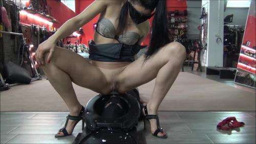 Mistress Gaia – My Portable Urinal – Full-HD-1080p