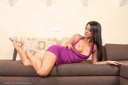 melisa_mendini_violet_couch_00040.jpg