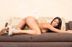 melisa_mendini_violet_couch_00134.jpg