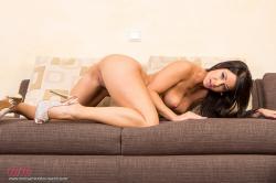 melisa_mendini_violet_couch_00135.jpg
